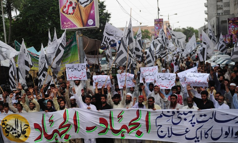 Supporters of Pakistan's outlawed Islamic hardline group Jamaat ud Dawa (JD) shout anti-US slogans during a demonstration against the anti-Islam film in Karachi. ©AFP