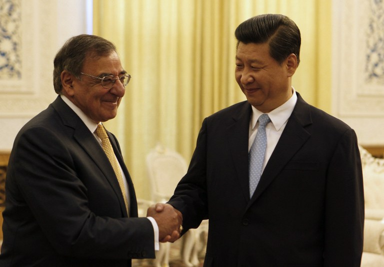 Chinese Vice President Xi Jinping (R) shakes hands with visiting US Defense Secretary Leon Panetta (L). ©AFP
