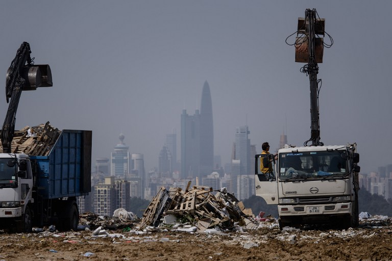Trucks at landfill in the new territories of Hong Kong. ©AFP