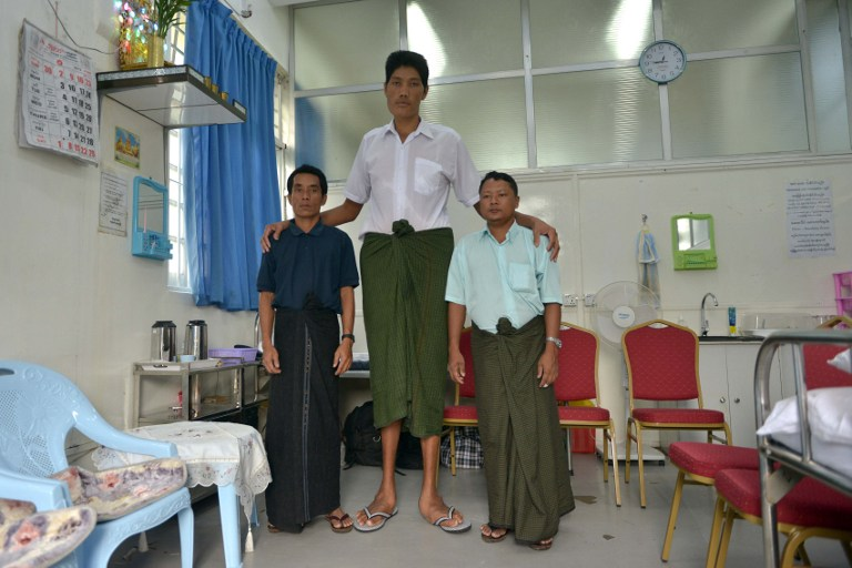 Win Zaw Oo (C) with his cousin at hospital in Yangon. ©AFP