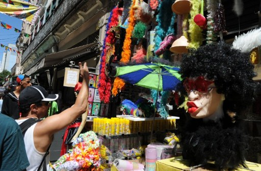 A stall selling traditional carnival stuff in  the Saara popular market in Rio de Janeir. ©AFP