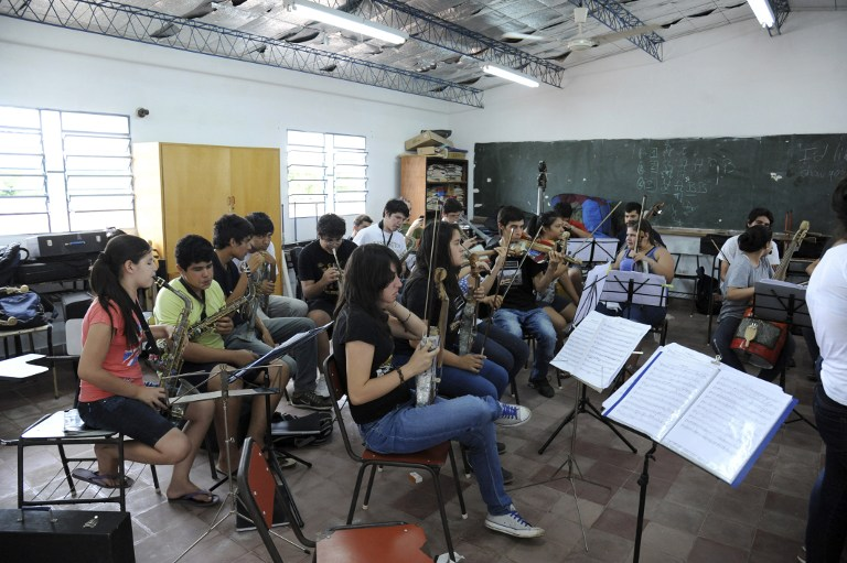 Musicians from a Paraguayan juvenile symphonic orchestra play their instruments made out of recycled trash during a rehearsal in Asuncion. ©AFP