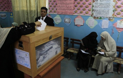 Egyptian women cast their ballots at a polling station in the Moqattam district of Cairo on November 29, 2011. ©AFP