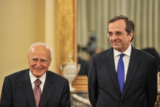 Greece's new Prime Minister Antonis Samaras (R) and Greece's President Carolos Papoulias. ©AFP