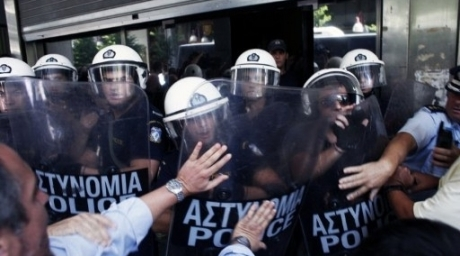Protesters clash with police in front of the Finance ministry during a demonstration in Athens. ©AFP