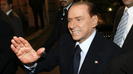 Former Italian Prime Minister Berlusconi waves as he leaves his residence in downtown Rome. ©REUTERS