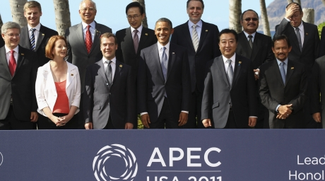 World leaders pose for the family photo at the APEC Summit 2011 in Honolulu, Hawaii. ©REUTERS/Larry Downing