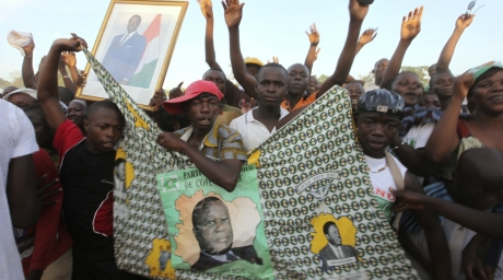 Supporters of Henri Konan Bedie, presidential candidate for the Democratic Party of Ivory Coast (PDCI), attend a campaign rally in Bedie's native city of Daoukro October 22, 2010. ©Reuters