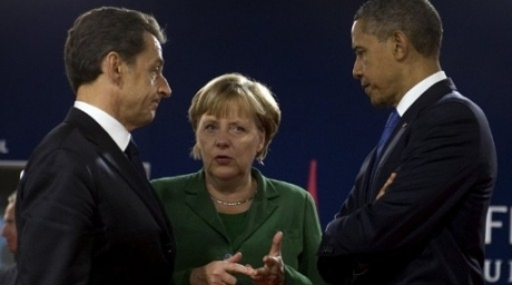 German Chancellor Angela Merkel (C) talks with French President Nicolas Sarkozy (L) and US President Barack Obama. ©AFP