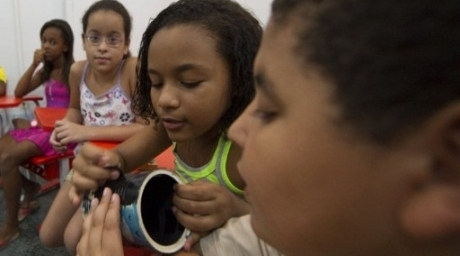 Young photography students prepare their pinhole cameras before a photo shooting during a class. ©AFP