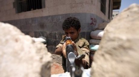 Yemeni soldier takes position behind sandbags during clashes in Sanaa. ©AFP
