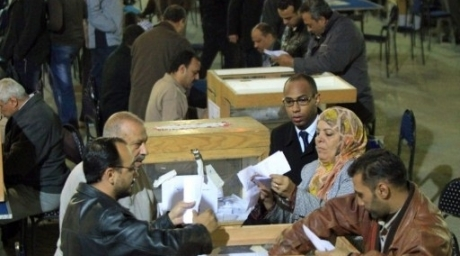 Egyptian election officials count ballots at the end the voting on the final day of the run-off for the first round of elections in Cairo. ©AFP