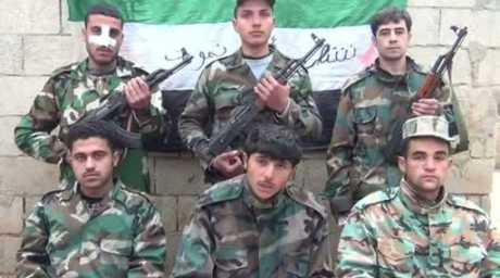 A group of young army deserters announcing their enrollment in the opposition's Free Syrian Army. ©AFP