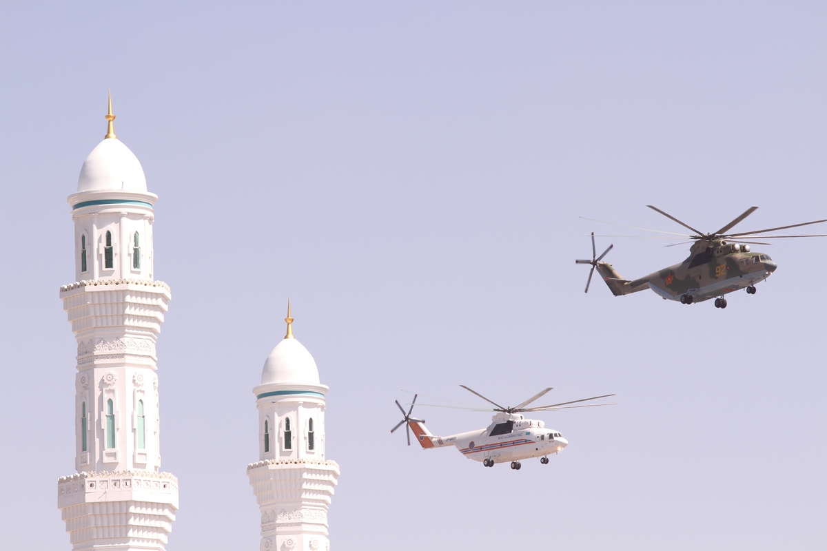 two minarets- two helicopters