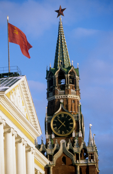 The Kremlin and the USSR flag. ©RIA Novosti