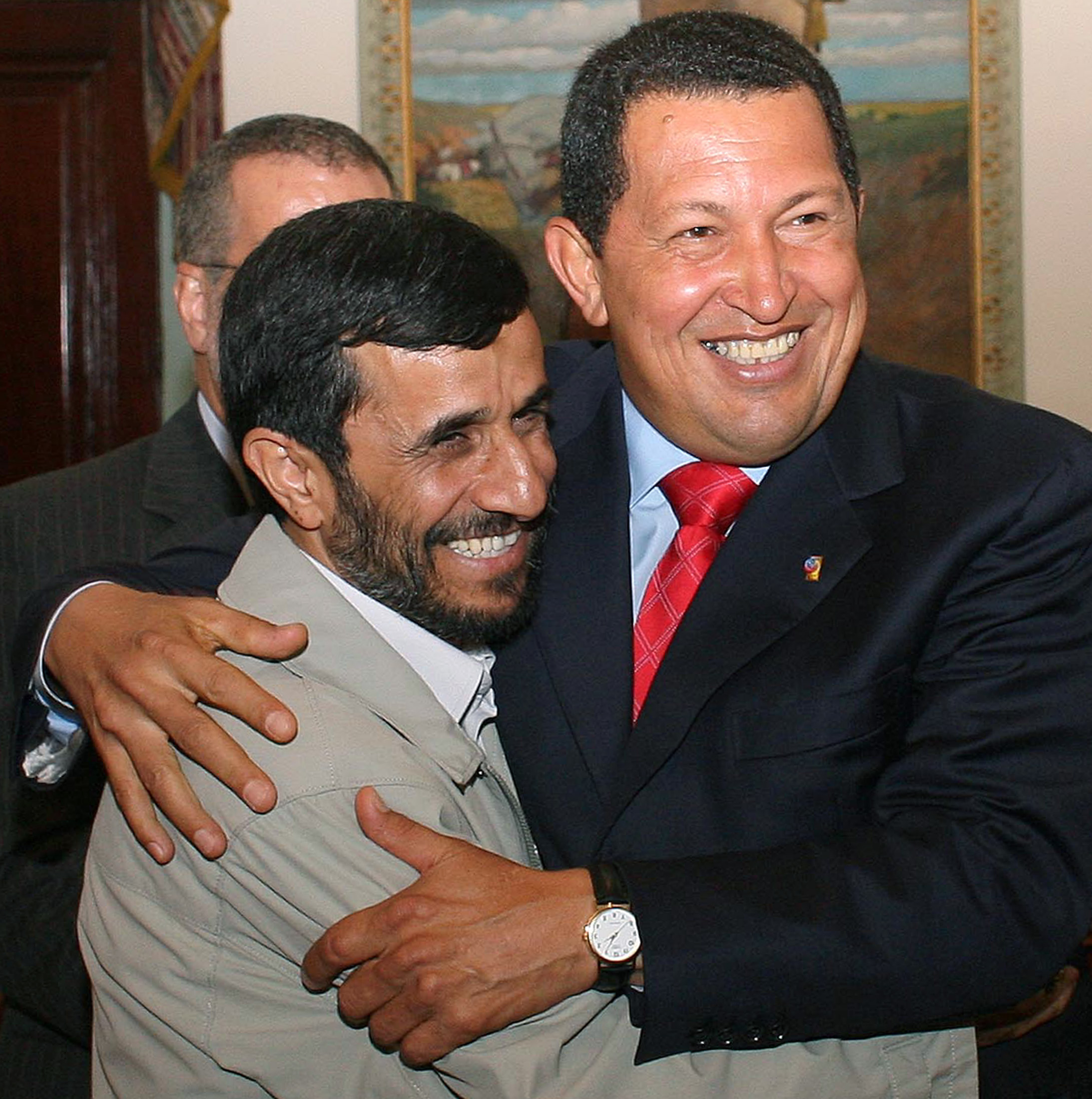 Iran's President Mahmoud Ahmadinejad (L) is welcomed by Venezuela's President Hugo Chavez at Miraflores Palace in Caracas September 17, 2006. ©REUTERS/Miraflores Palace/Handout