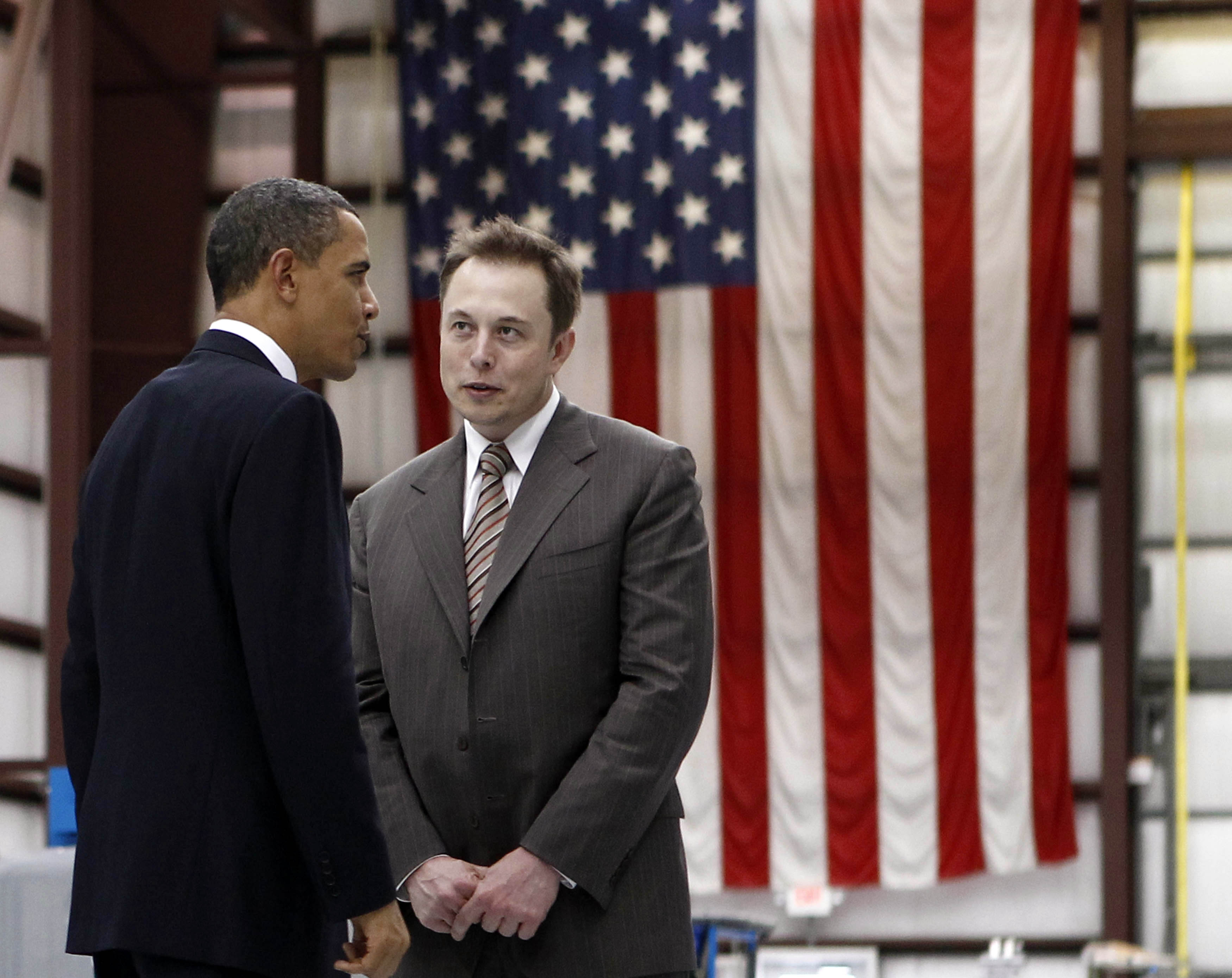 U.S. President Barack Obama (L) speaks to Head of SpaceX Elon Musk. @REUTERS/Jim Young