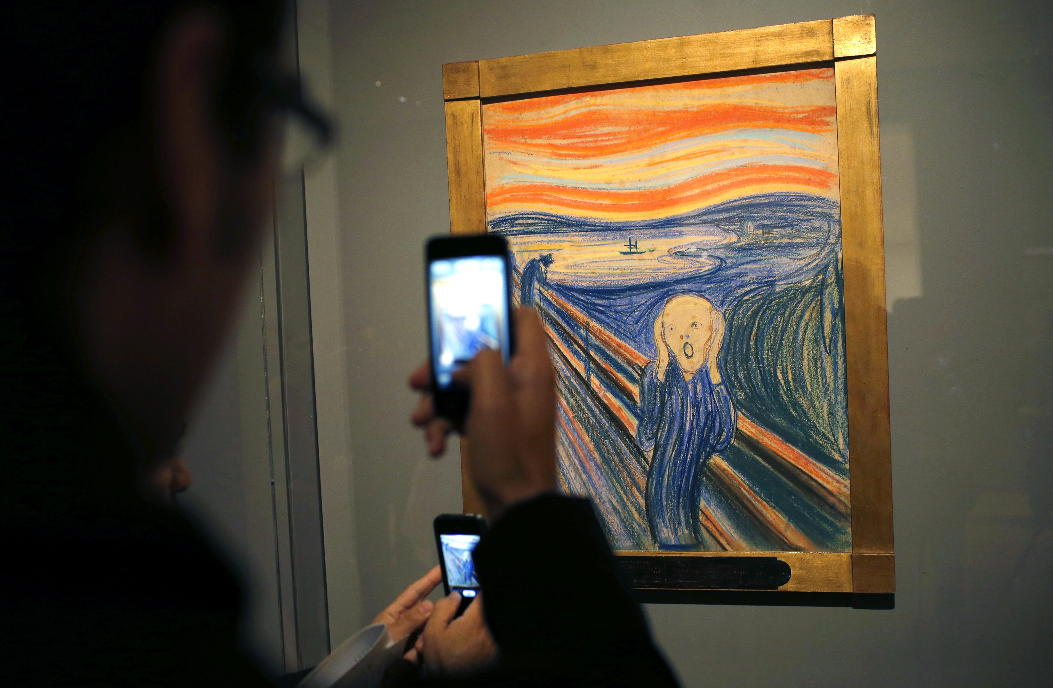 People use camera phones to photograph Edvard Munch's iconic