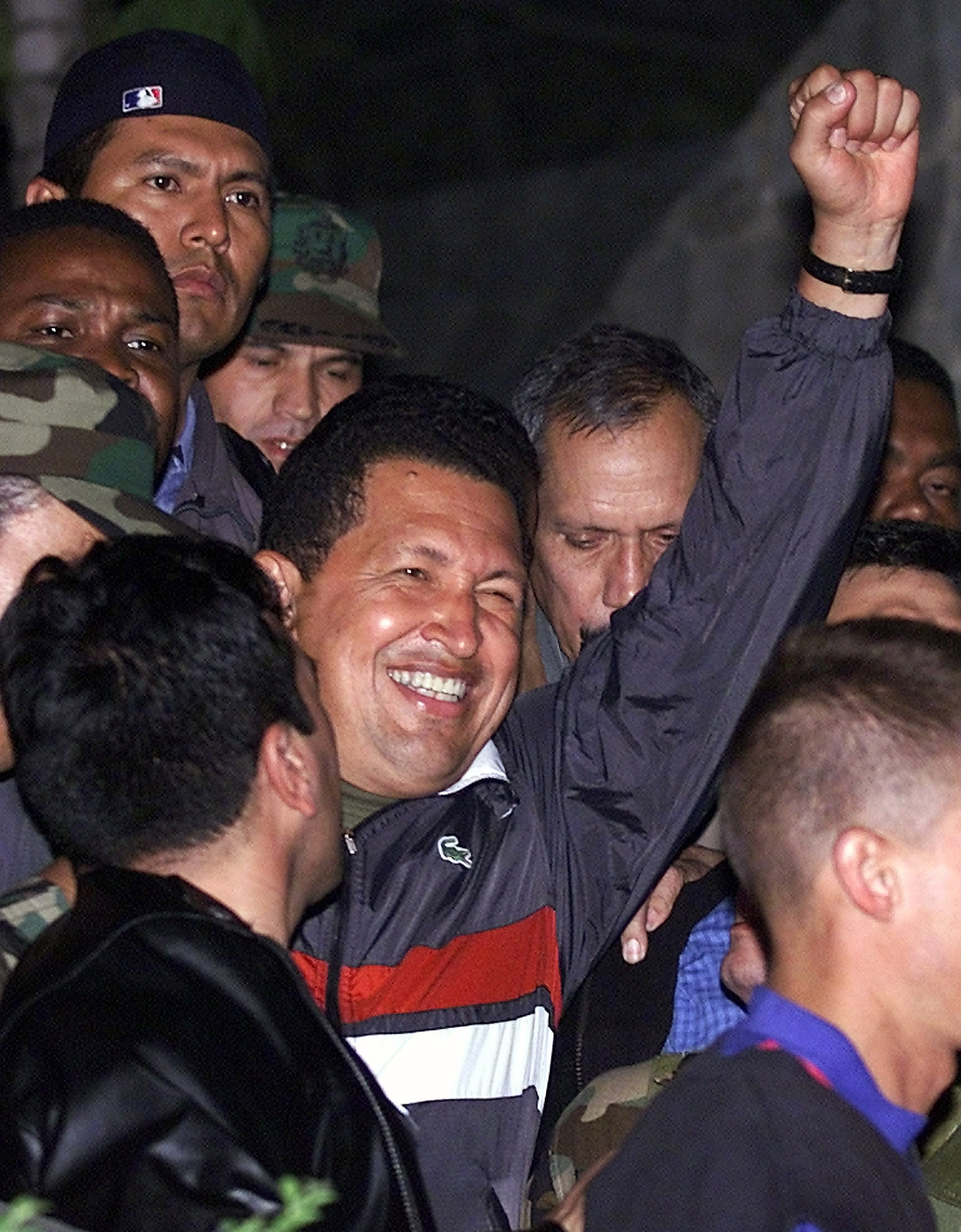Venezuelan President Hugo Chavez (C) salutes on arrival at the Miraflores palace April 14, 2002. ©REUTERS