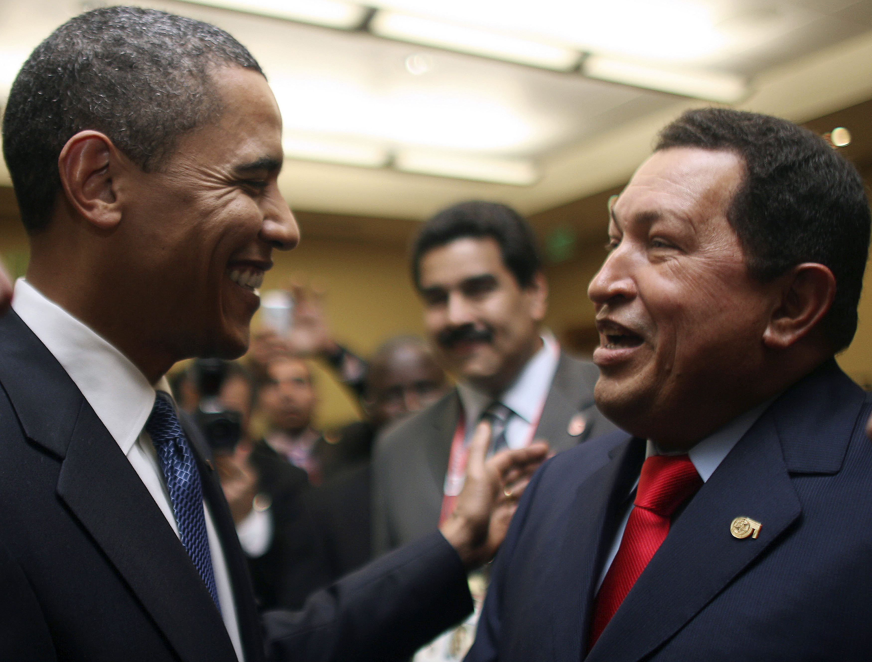 U.S. President Barack Obama greets his Venezuela counterpart Hugo Chavez before the opening ceremony of the 5th Summit of the Americas in Port of Spain April 17, 2009. ©REUTERS/Miraflores Palace/Handout