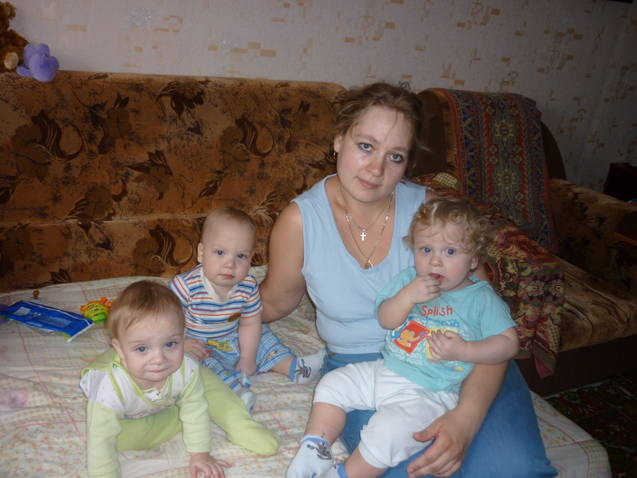Yuliya Orobinski with triplets, from left, Victoria, Georgi and Constantine. Photo courtesy of Yuliya Orobinski