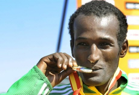 Imana Marga kisses his gold medal. @AFP