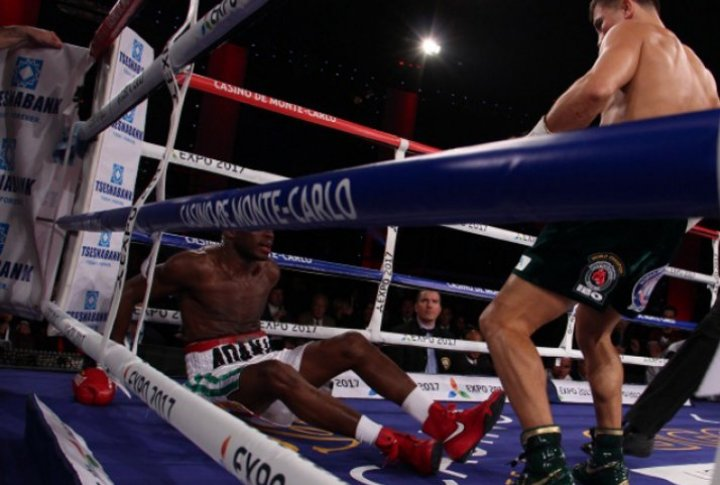 Golovkin knocked down Adama in the first round. ©Sumio Yamada©