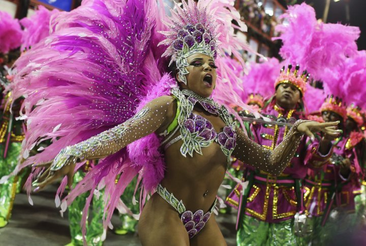Drum Queen Evelyn Bastos of the Mangueira samba school. ©REUTERS