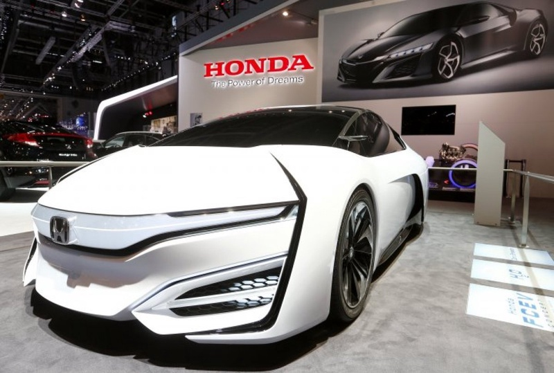 Hydrogen-fueled Honda FCEV might become a basis for the new car that the Japanese automaker is planning to present in 2015. ©REUTERS