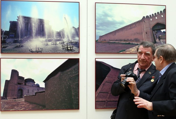 The President of Medeo Photo Club in Almaty attends the exhibition.