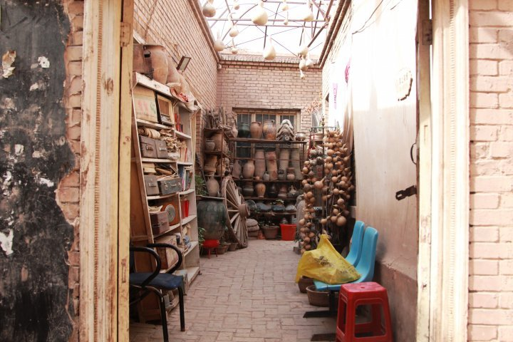 One can find numerous antique shops in the old city. ©Vladimir Prokopenko