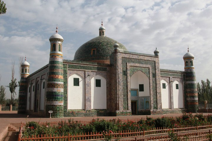 Having returned to the historical center of Kashgar, the expedition visited one of the major landmarks of the ancient city - the tomb of the rulers of Kashgar, the mausoleum of the religious and political leader of Eastern Turkistan Abakh Khoja. ©Vladimir Prokopenko