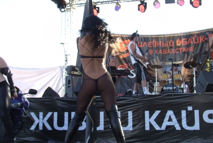 Strip-show caused furious reaction of men. ©Roza Yessenkulova