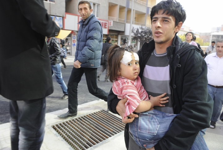 A kid was found under a collapsed building. ©Reuters/Stringer Turkey