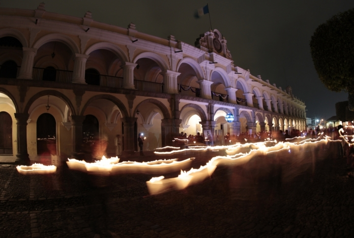 Palacio de los Capitanes during Earth Hour in the Central Place of Antigua, Guatemala. ©REUTERS/Jorge Lopez