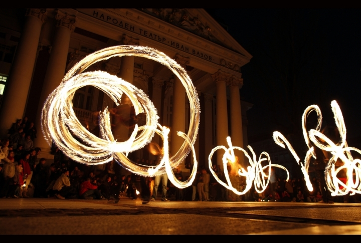 Fire acrobats perform in front of Ivan Vazov national theatre during Earth Hour in Sofia, Bulgaria. ©REUTERS/Stoyan Nenov