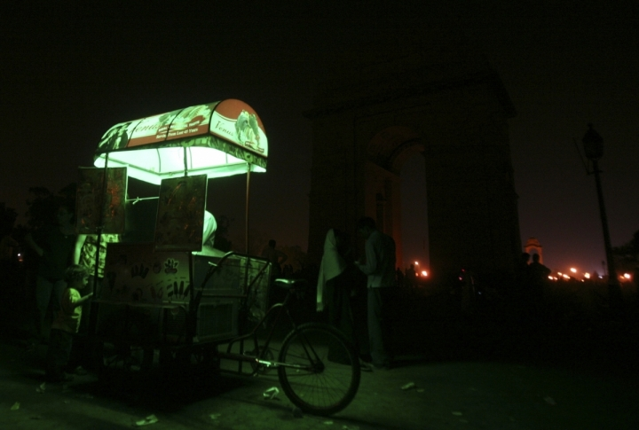 An ice-cream cart is pictured next to the India Gate during Earth Hour in New Delhi, India. ©REUTERS/Parivartan Sharma