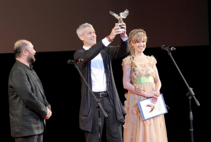 Timur Bekmambetov handing awards to fetival's honored guests. Photo by Danial Okassov©
