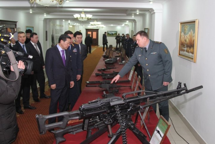 Checking on armament of Kazakhstan Interior Ministry. ©Tengrinews.kz