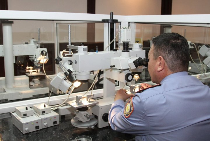 Working process in the ballistic laboratory. ©Tengrinews.kz
