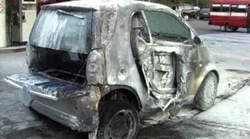 The burnt Mercedes-Benz Smart ©Tengrinews.kz