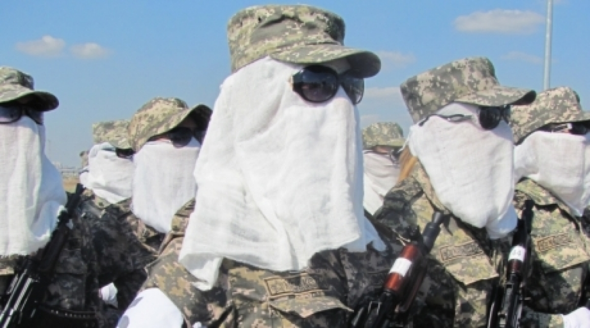 photo women of army temporarily allowed to cover faces military women were allowed to cover faces and wear sunglasses because of heat and dust