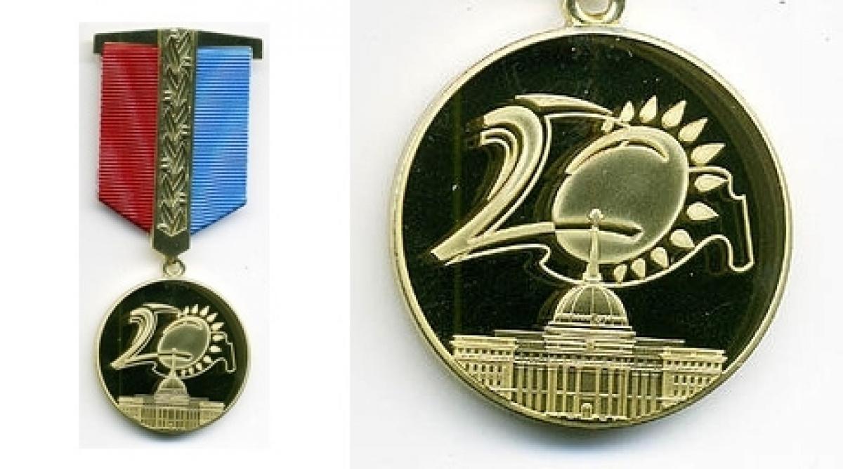 Юбилейной медалью (каз
