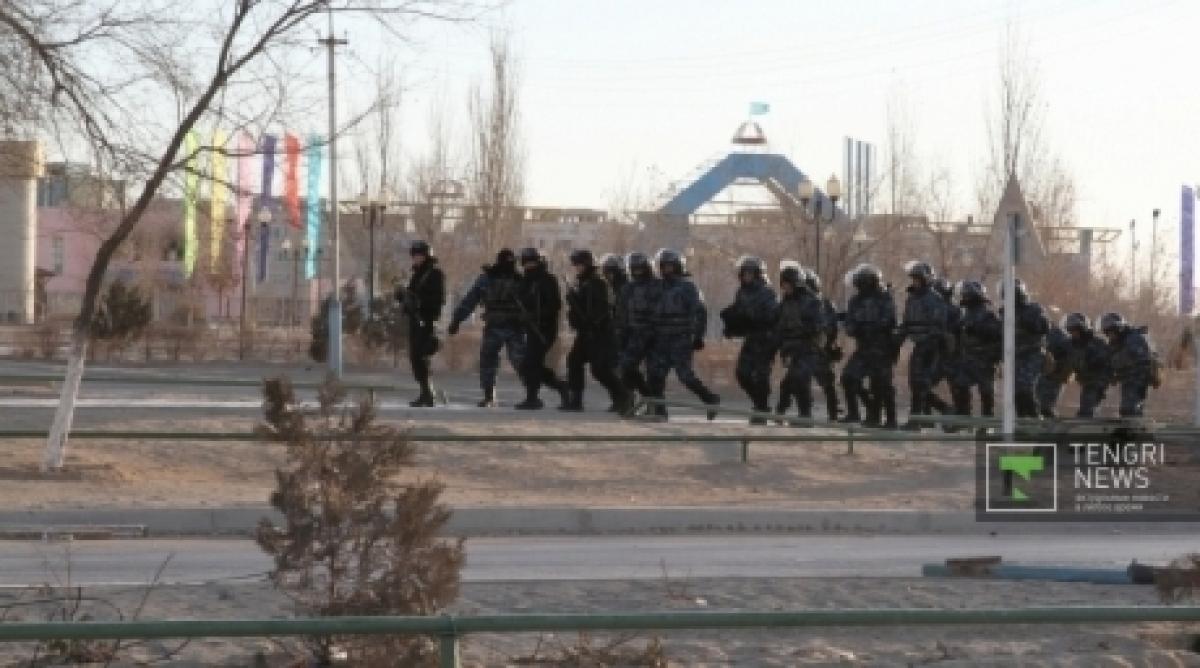 Новости уральск - уральцы вышли на главную площадь с портретами погибших в жанаозене zhanaozen (8)