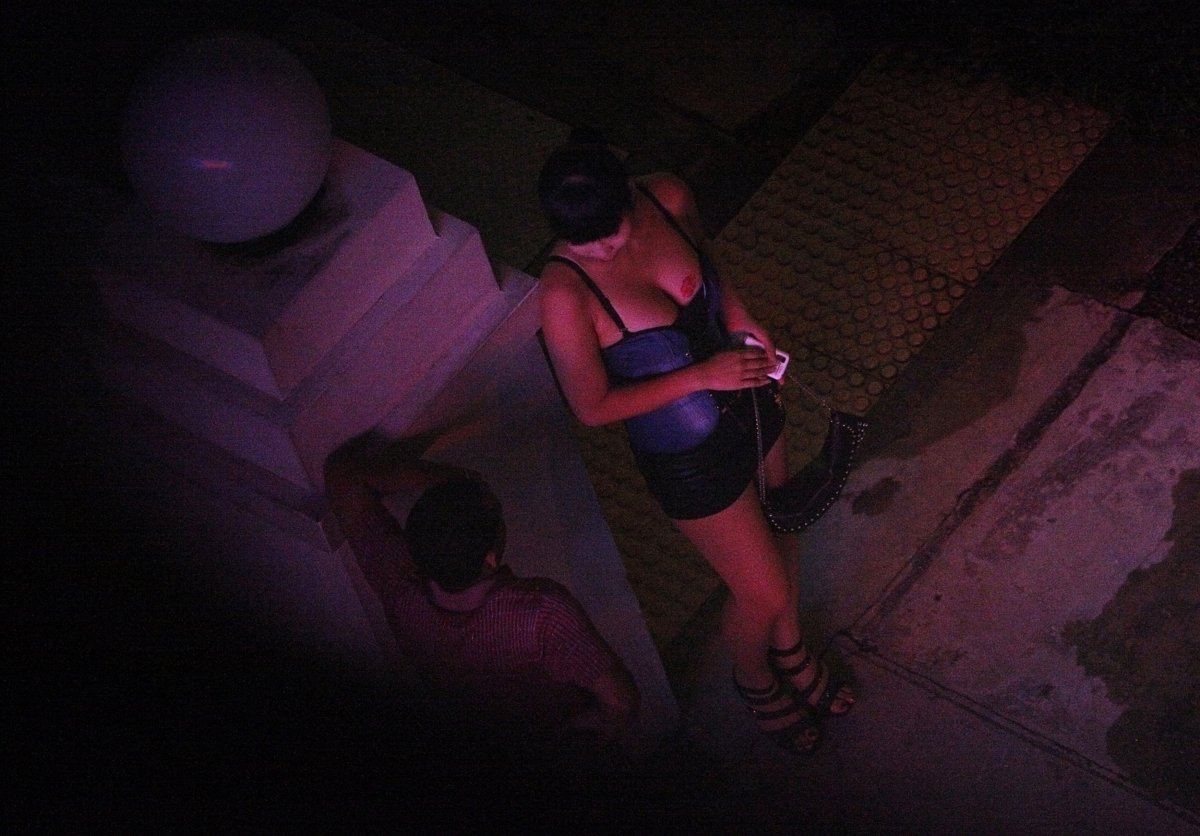 risk on studen prostitute in zamboanga Playing the percentages anthologies tend to be a low-risk testing ground for new filmmakers a prostitute lands herself a couple of johns.