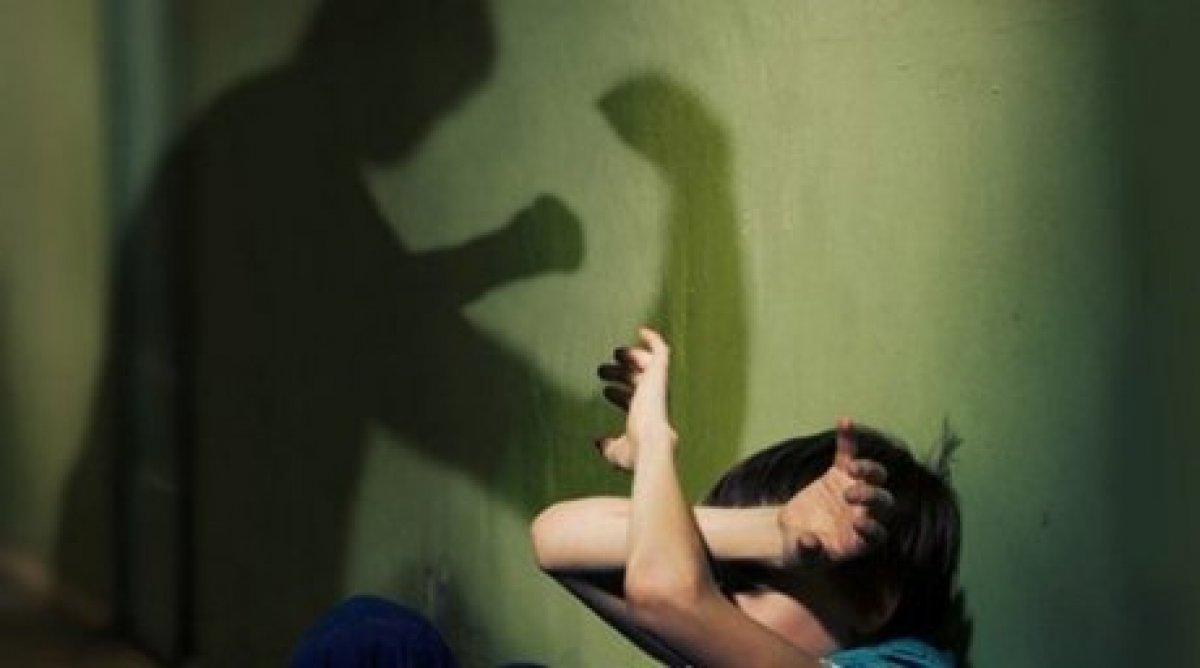 Сын наказал свою мать жестоко, Властная мать наказала нахального сына 10 фотография