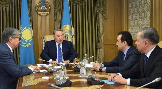 President Nazarbayev (C) at the meeting with Senate Speaker Kasym-Zhomart Tokayev (K) and Prime-Minister Karim Massimov (R) ©Akorda.kz