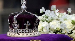 The 105-carat Koh-i-Noor diamond set in the crown. ©Reuters