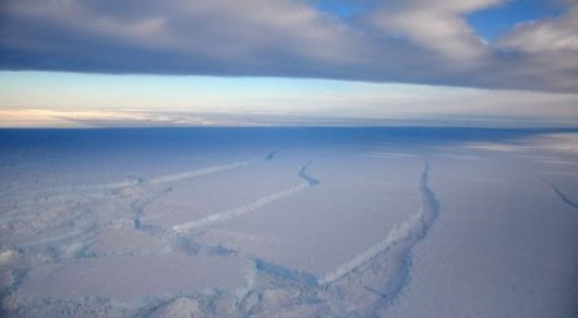 Pine Island Glacier drains an area of the West Antarctic Ice Sheet that measures 160,000 sq km © BAS/J.SMITH/ BBC.COM