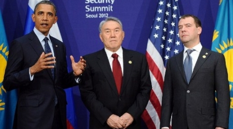 President of Kazakhstan Nursultan Nazarbayev (C), U.S. President Barack Obama (L) and President of Russia Dmitry Medvedev (R) at the Nuclear Security Summit. ©AFP